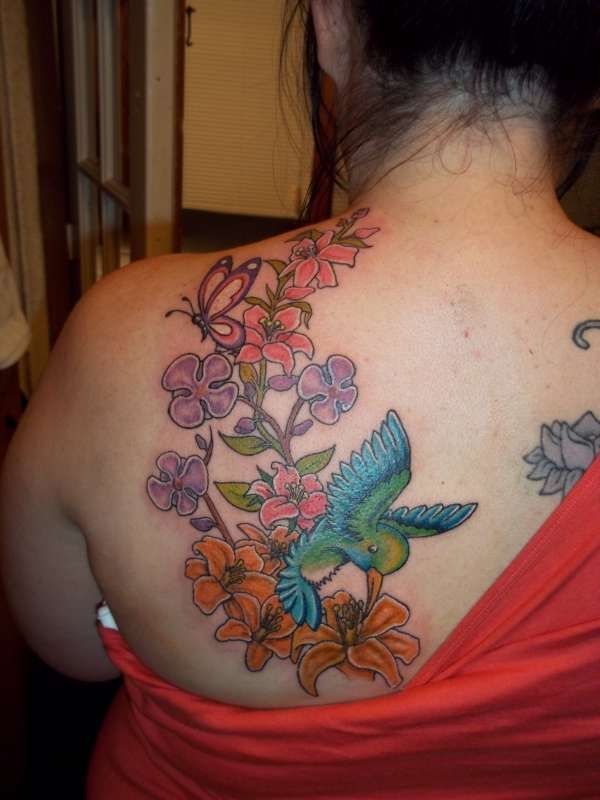 humming-bird-tattoo-for-female