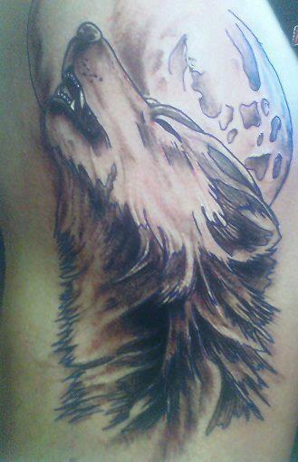 Wolf Howling at the Moon Tattoo | Cool Tattoos Online